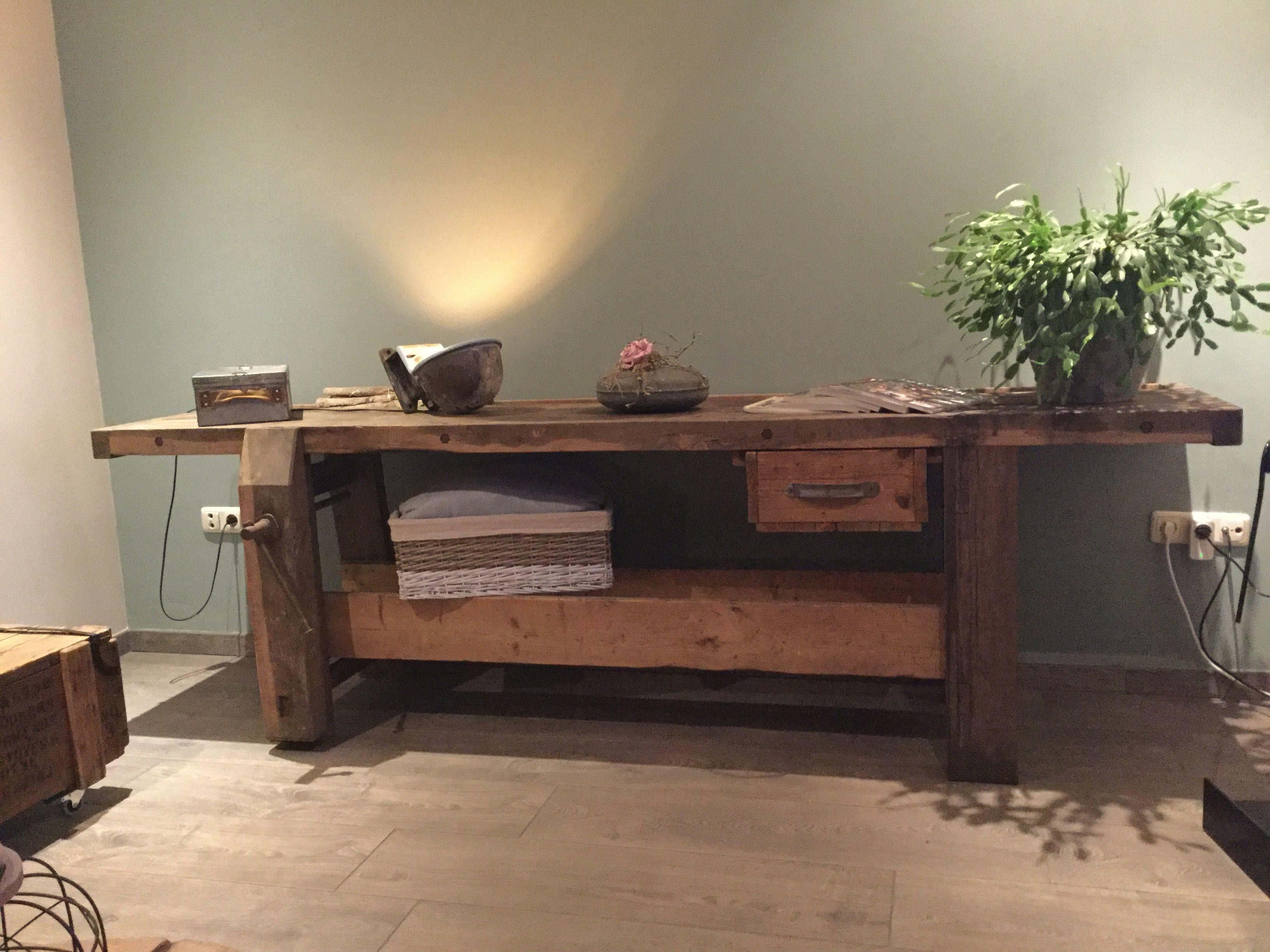 Side Table Oude Werkbank.Oude Werkbank Als Side Table Industrieel Interieur