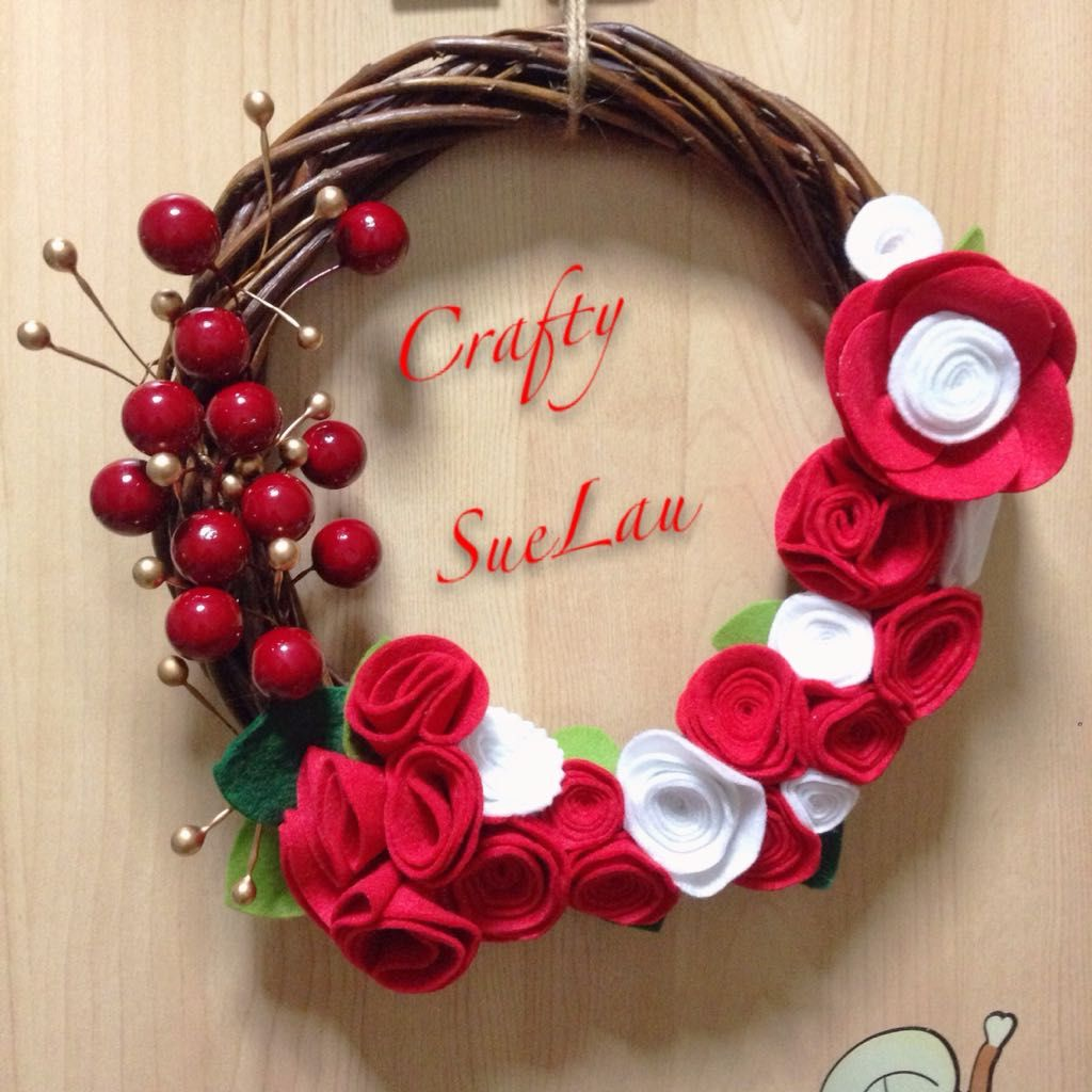 $22 - Singapore, Singapore - handmade by myself  diameter is 10 inch  felt flowers, all hand cut and rolled by myself.  - welcome order customize birthday wreath or wedding theme wreath