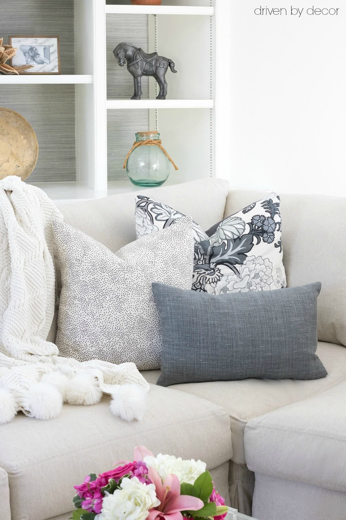 living room decorative pillows home decor ideas for modern 101 how to choose arrange throw favorite wondering what size buy type of inserts or them on your couch sectional i m sharing all my best pillow tips