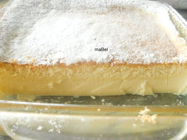 cake that separates to 3 layers, with a silky middle custard layer.  Tarta magica - Pastel inteligente ~ Pasteles de colores