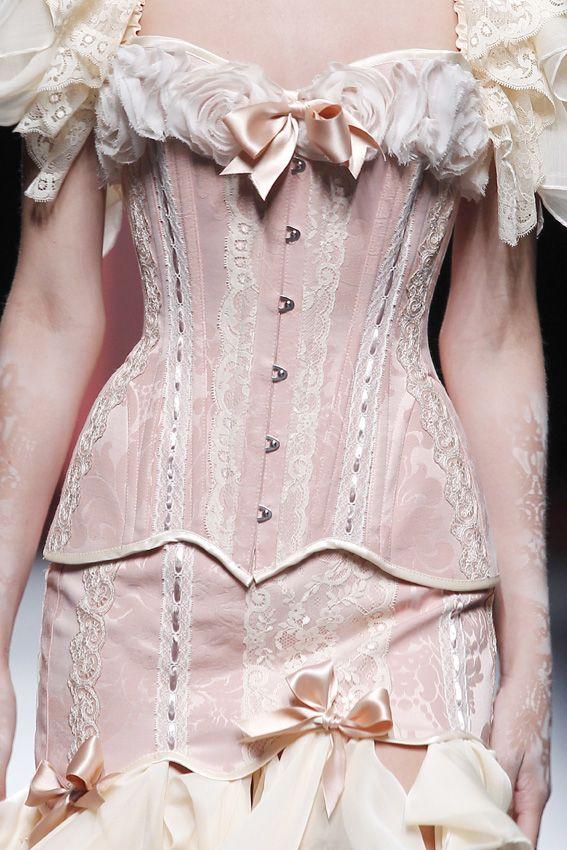 "SS2011 ""Lovelace Boudoir""#080 Barcelona Fashion www.bibianblue.com"
