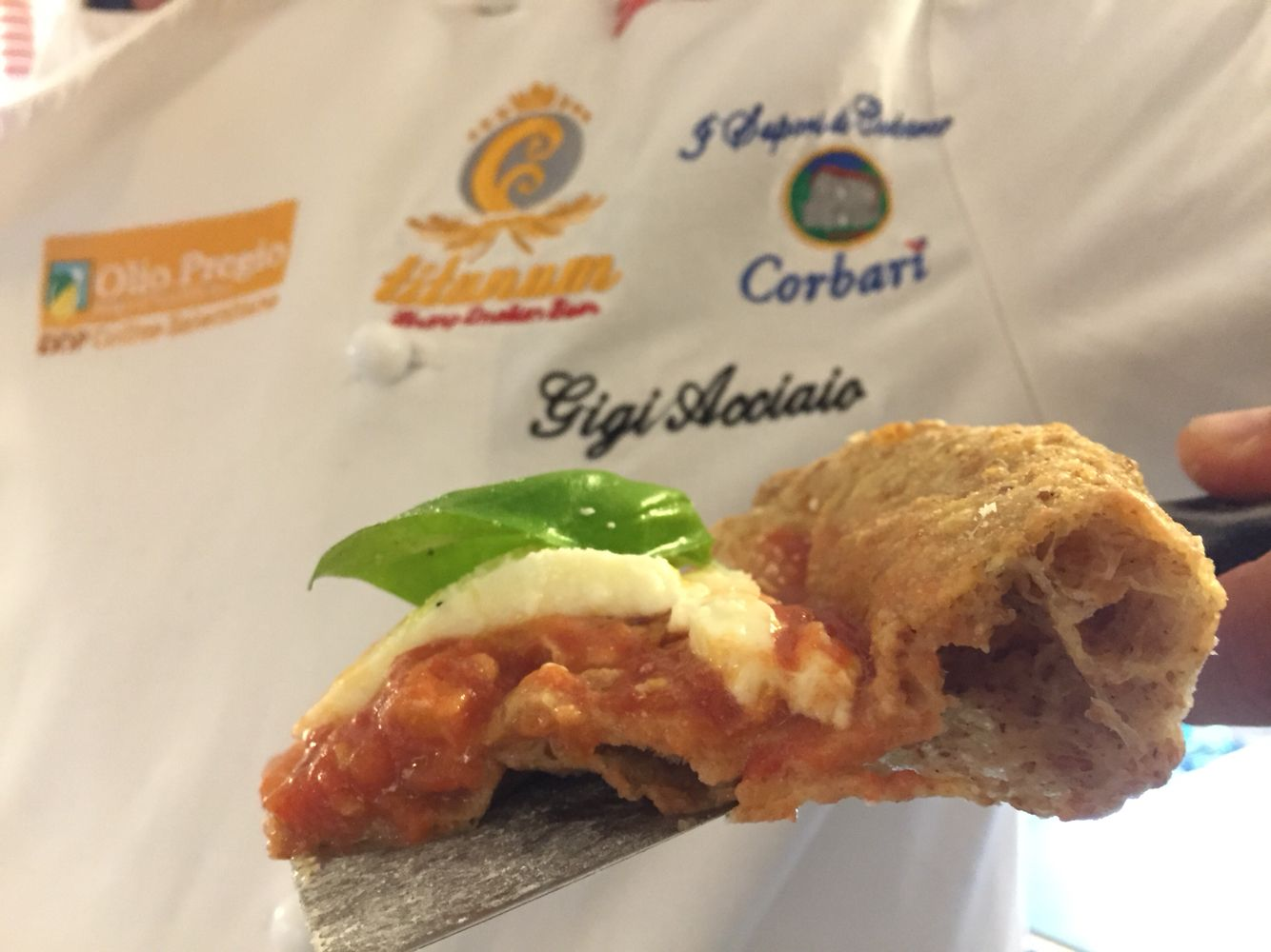 Pizza Montanara integrale, con farina Petra 9 del Molino Quaglia, pomodoro San Marzano DOP L'Orto di Lucullo, Fior D'Agerola, basilico e olio EVO DOP Pregio. Realizzata da #luigiacciaio presso #meliuspompei
