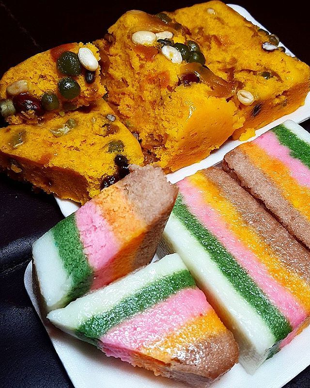 WEBSTA @ jingpyokang -  단호박떡과 무지개떡 (Sweet Pumpkin n Rainbow Rice Cakes)..이게 오늘밤 메인 야식은 아니지만 다른거 사다가 예뻐서 같이 샀는데 요거 찍히고 다시 방치될 아이들..달달한 아이들 아니면 그닥 잘 먹지 않기에....송화시장표 2팩에 3천냥~..메인 야식은 뭘까요?..#떡 #떡스타그램 #야식스타그램 #야식 #송화시장 #길거리음식 #무지개떡 #l4l #단호박떡 #호박떡 #sweetpumpkin #pumpkin #rainbow #ricecake #foodkorea #koreanfood #간식 #snack #latemeal #hungry #eeeeeats #streetfood #시장음식 #ricecakes