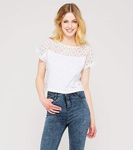 Bauchfreies Shirt In Der Farbe Weiss Bei C A Mode Weisse Mode Angesagte Mode