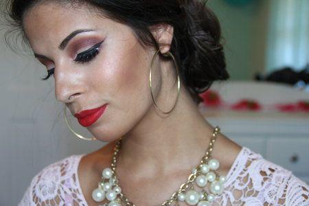 MOTD!! MAC ruby woo - #macrubywoo #rubywoo #makeup #redlips #lipswatch #lippie #lipstick #lauralee - For more #beautytips go to bellashoot.com