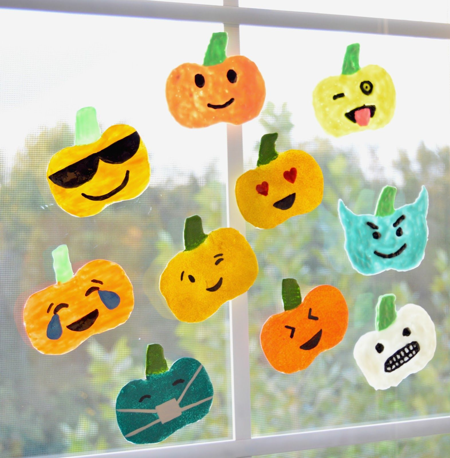 DIY window clings using hot glue and puffy paint Halloween - Halloween Decorations For Kids