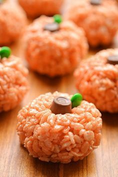 these rice krispie treat pumpkins are adorable and theyre really easy to make theyd be perfect for a halloween party snack or even thanksgiving