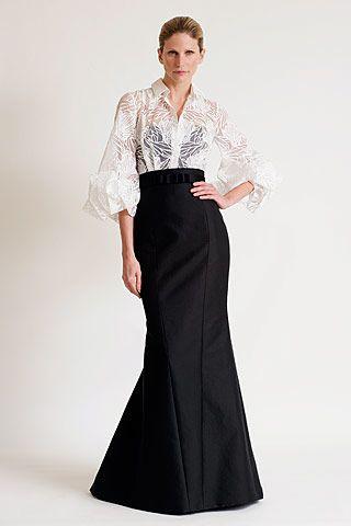 Sonar mujer vestida de blanco y negro