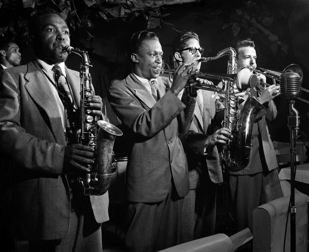 ジャズ黄金期のモノクロ写真がかっこよすぎて壁紙にしたいレベル チャーリーパーカー モノクロ写真 ジャズ