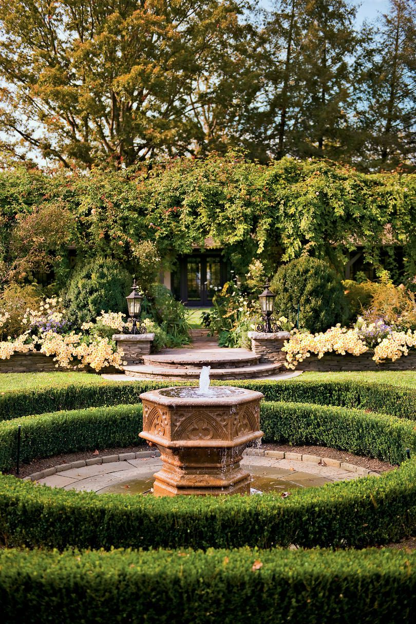 Demilune Garden Find Inspiration For Your Own Backyard Retreat With Our Collection Of The Best Gardens I Amazing Gardens Classic Garden Design Boxwood Garden