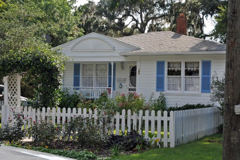 For The Past Several Years I 39 Ve Dreamt Of My Future Home Some People Dream Of Decorating Their Home A New White Picket Fence Picket Fence Patio Fence