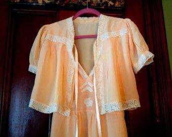 Glamorous & Romantic HoneyMoon In Yummy Peach 1940's Vintage Lingerie Set..Marilyn Monroe Style..Cream Lace Trim