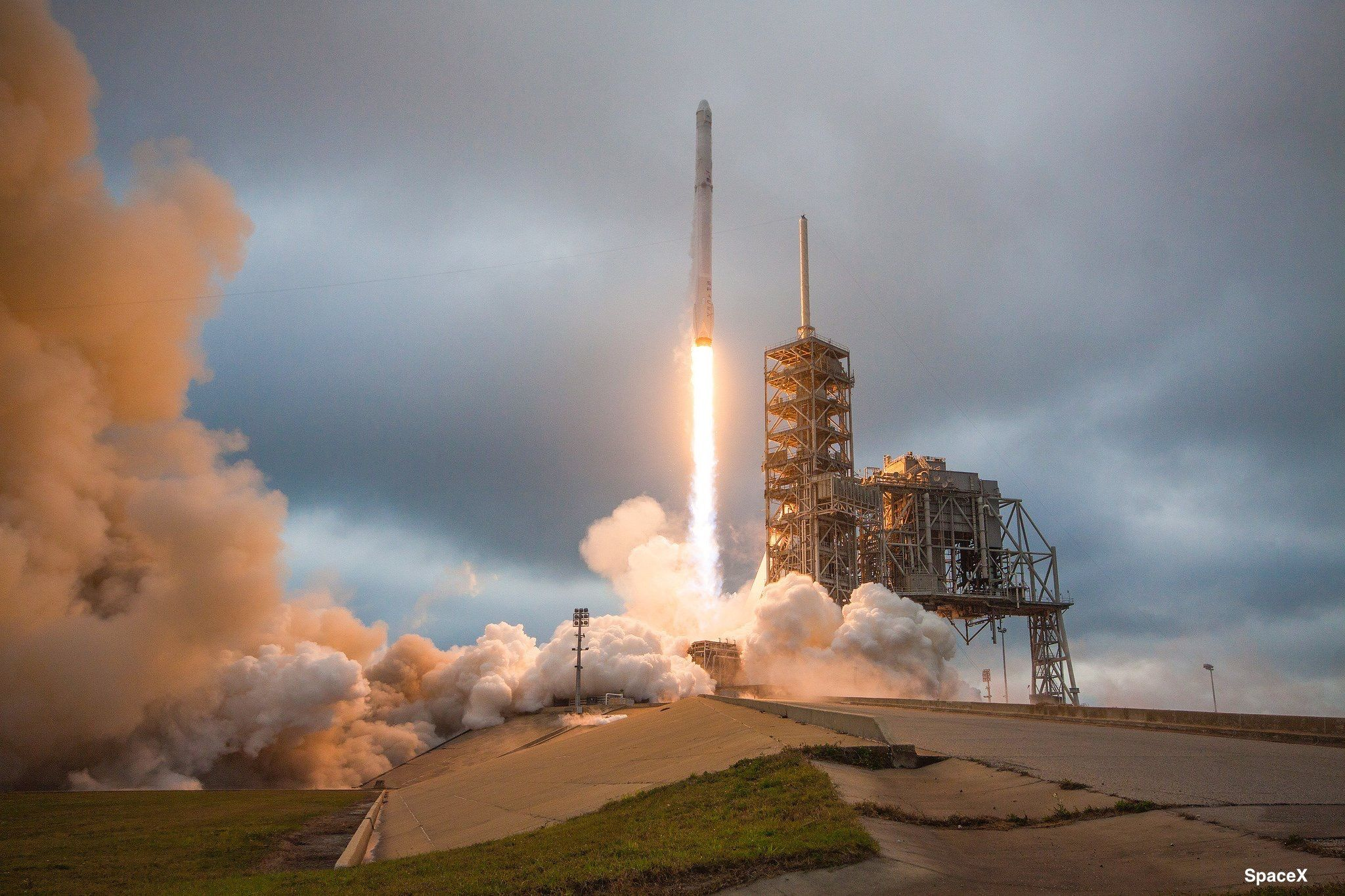Space X rocket, 2017 (With images) Spacex rocket launch