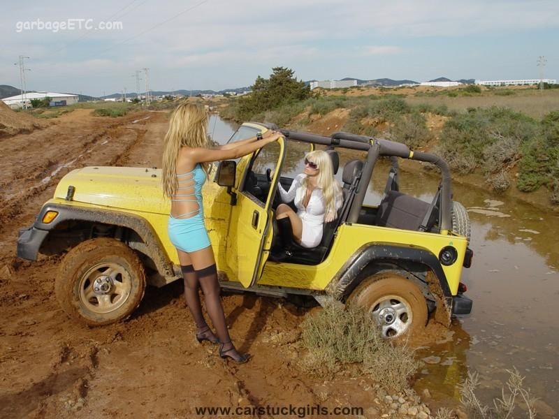 GirlsJeepStuckInMud.jpg (800×600) Mud Stuck