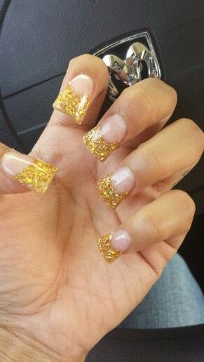Im in love with this set #acrylicnails #glitter #goldpowder #toomuchgoodstuff #widetip