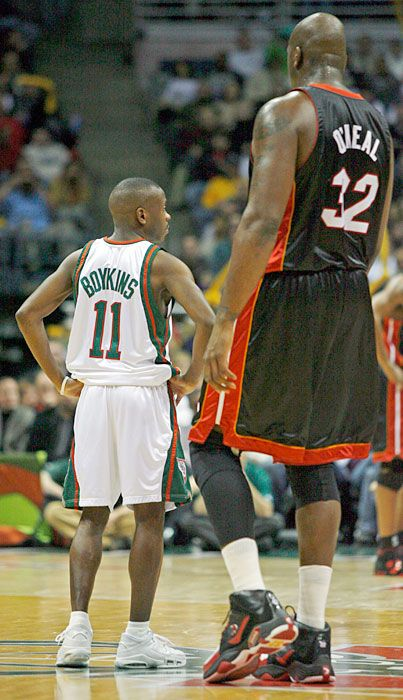 Shaq and Earl Boykins. I used to play ball with Earl Boykins great guy and  great player. Denver will miss you!!! c441d38d4