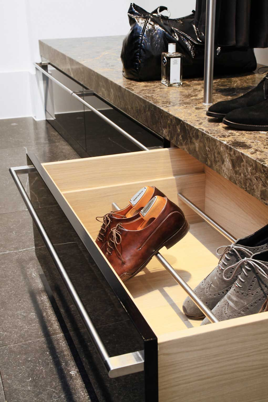 Cajón inferior para zapatos | muebles | Pinterest