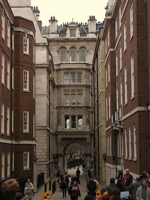 Archway At End Of Middle Temple Lane London Places London View
