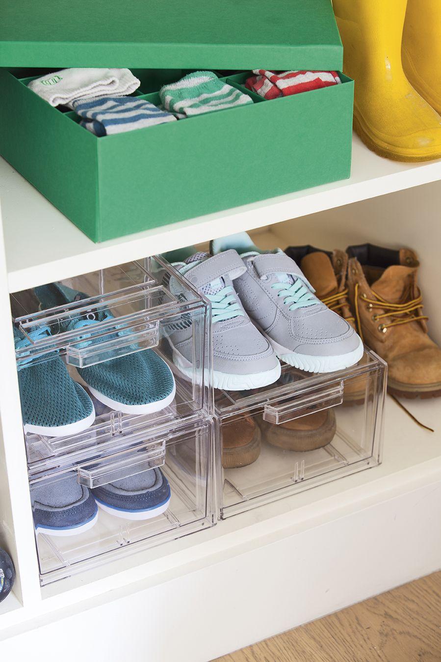 botines y botas gris humo Organizador de zapatos estrecho con cuatro baldas para sandalias Zapatero alto de pl/ástico para el pasillo o el armario mDesign Mueble zapatero