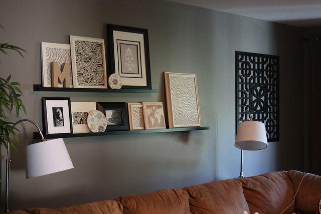 die besten 25 wohnzimmer regale ideen auf pinterest graue w nde graues zimmer und wohnzimmer. Black Bedroom Furniture Sets. Home Design Ideas
