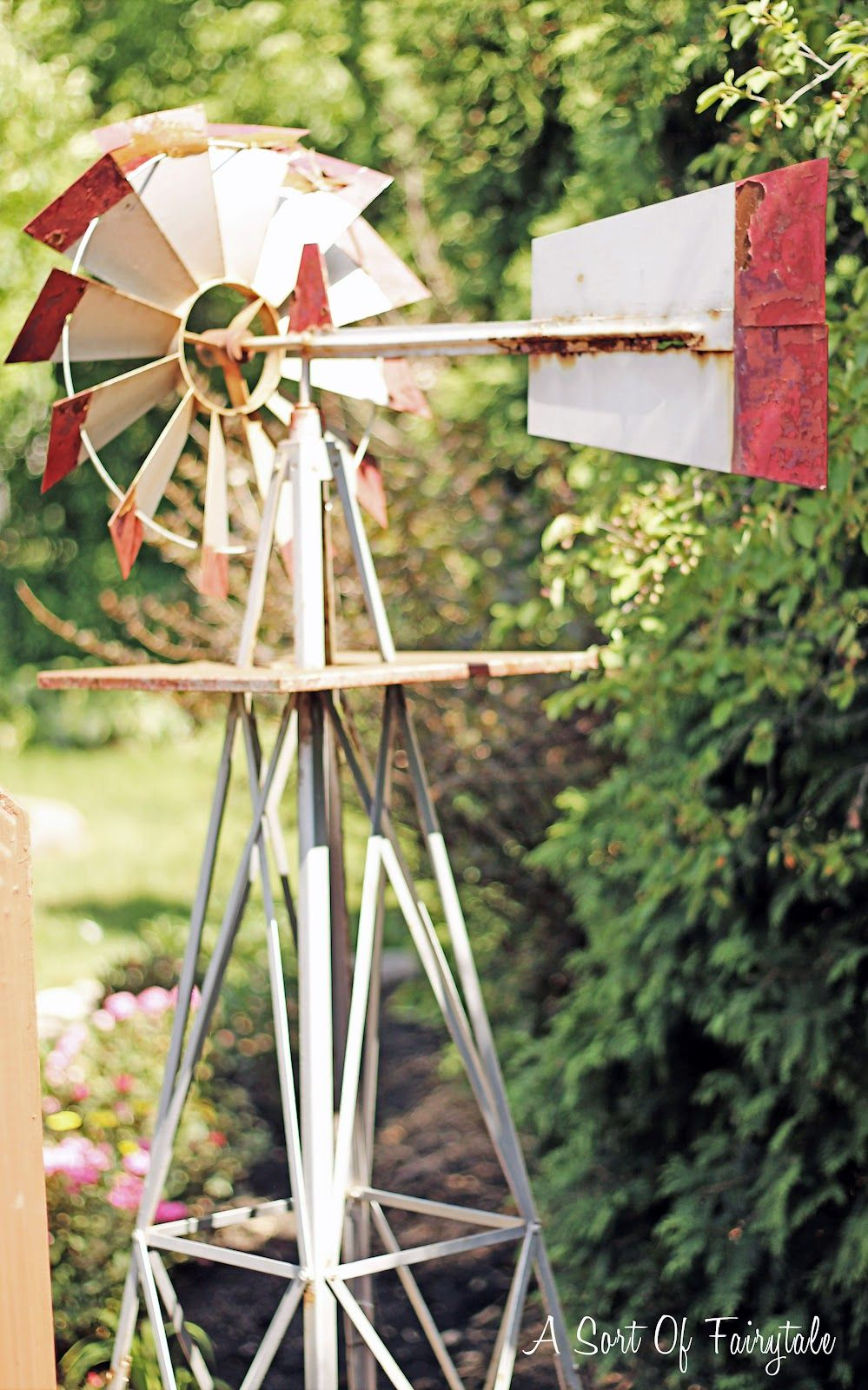 I LOVEEEE this new {old} farm windmill - so cute!!!! Would love to ...