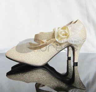The bride's wedding dress cheongsam shoes shoes