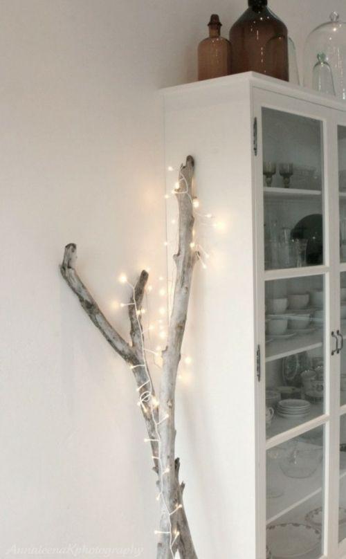 Guirlande lumineuse avec du bois flotté