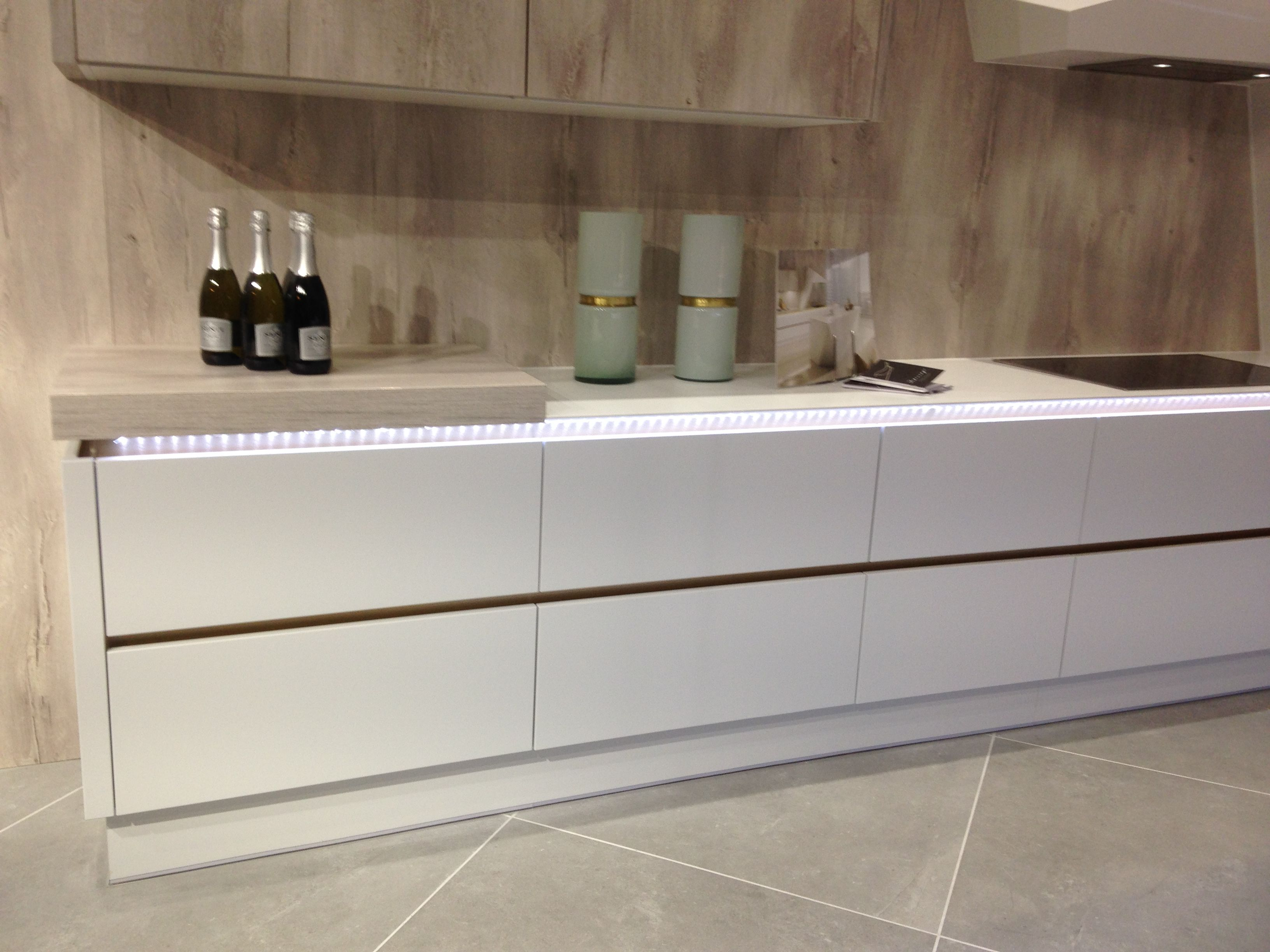Best White Matt Milano Pacrylic Wren Kitchens Kitchens In 400 x 300