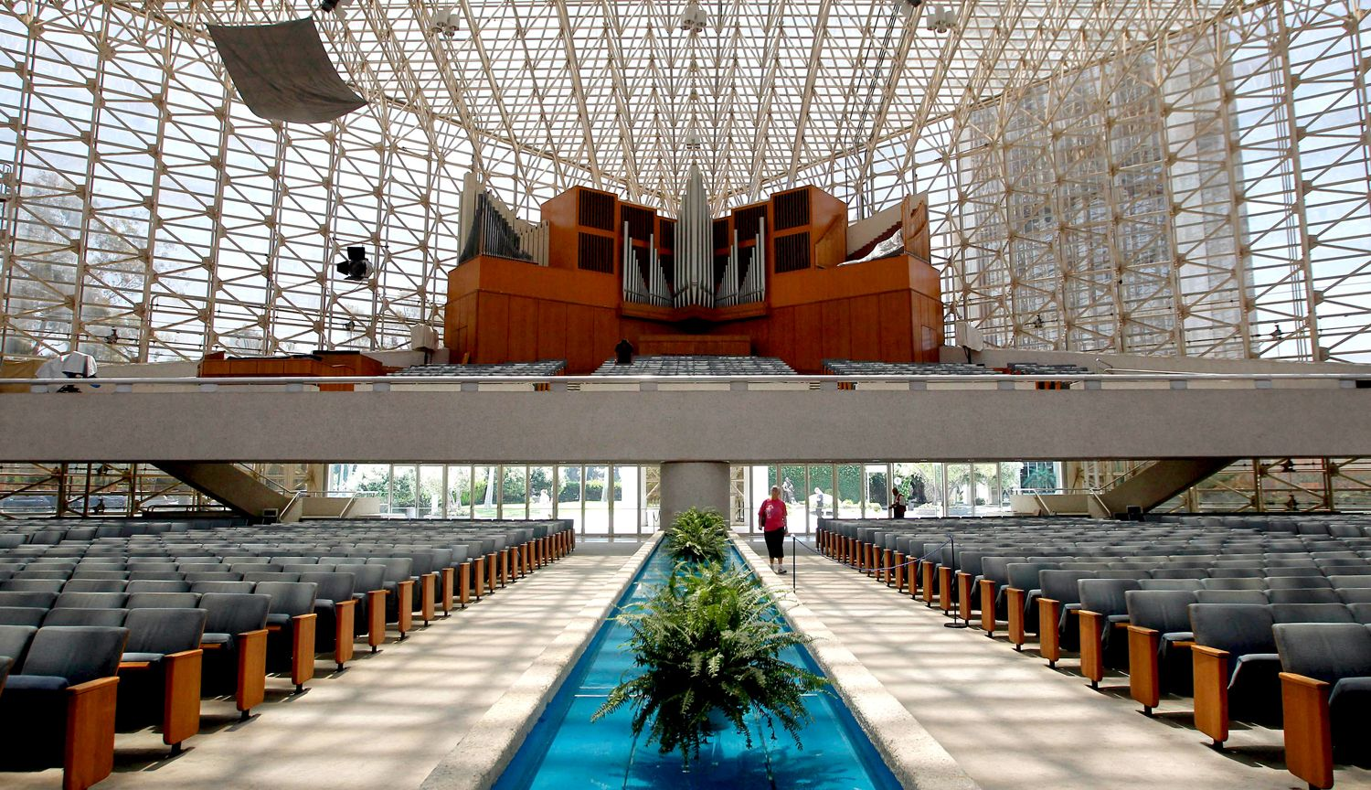 The Crystal Cathedral Is A Church Building In Garden Grove, Orange County,  California, In The United States. The Reflective Glass Building, Designeu2026