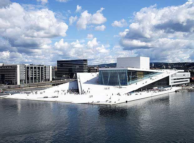 realizado por Snøhetta, es el mayor centro cultural construido en Noruega. New Oslo Opera House