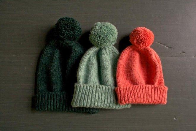 Classic Cuffed Hat with Pom Pom - FREE Knitting Pattern   Tutorial ... 4d844f3ef25