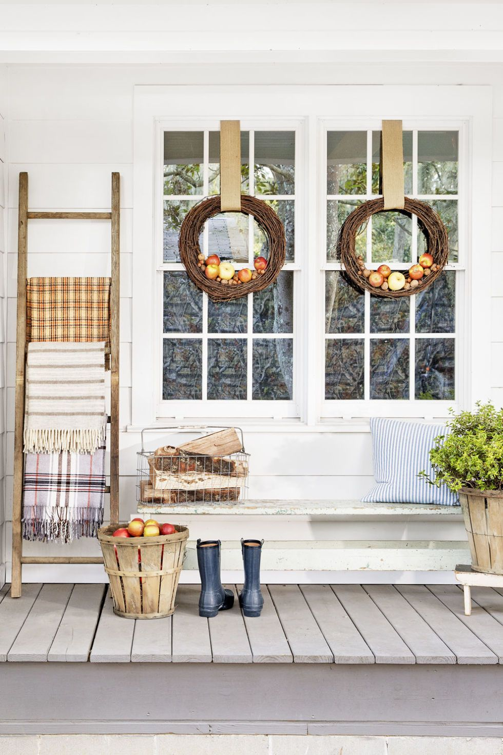 beautiful ways to decorate your porch for fall ladder display