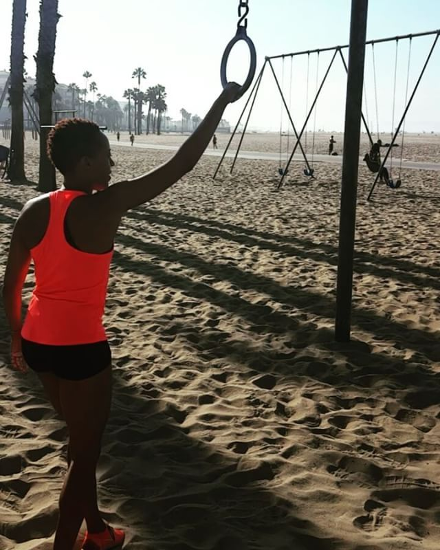 Newbie getting morning tips from the locals! #SantaMonicaRings #FitnessActivist #TravelingRings #SantaMonica