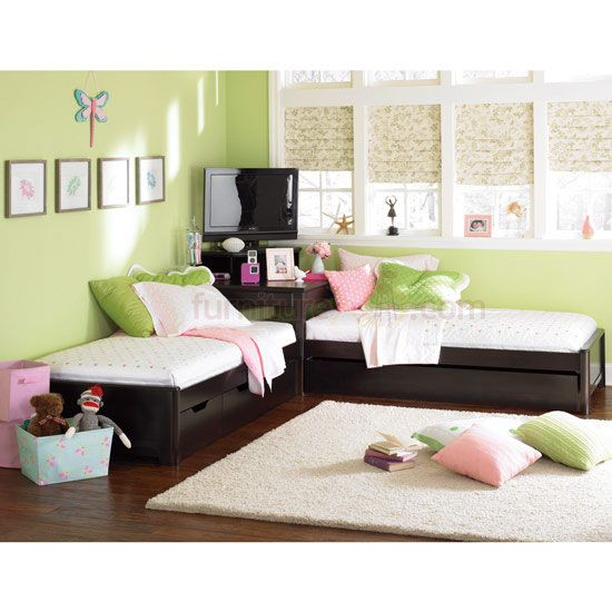 L Shaped Corner Twin Beds With Table On Cozy Corner Unit