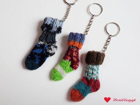 Photo of Anleitung: Mini-Socken mit Schlüsselbund stricken
