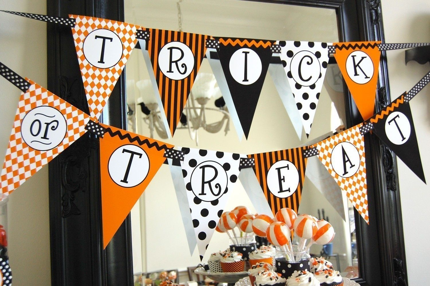 Could DIY this with coordinating paper and cricut circle and letters - Diy Indoor Halloween Decorations