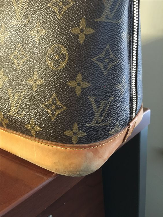 How to Refurbish a Louis Vuitton Bag  b852ecaf9cfdc