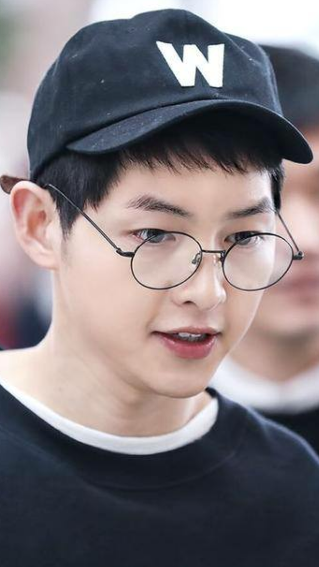 Song Joong Ki Looks So Cute In Harry Potter Glasses Song Joon Ki Song Joong Ki Song Joong Ki Cute