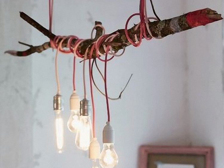 Tutorial fai da te: Come fare un lampadario con un ramo e lampadine ...