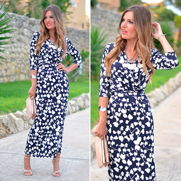 Check this outfit out at:  http://www.miaventuraconlamoda.com/2014/08/navy-floral-maxi-dress.html