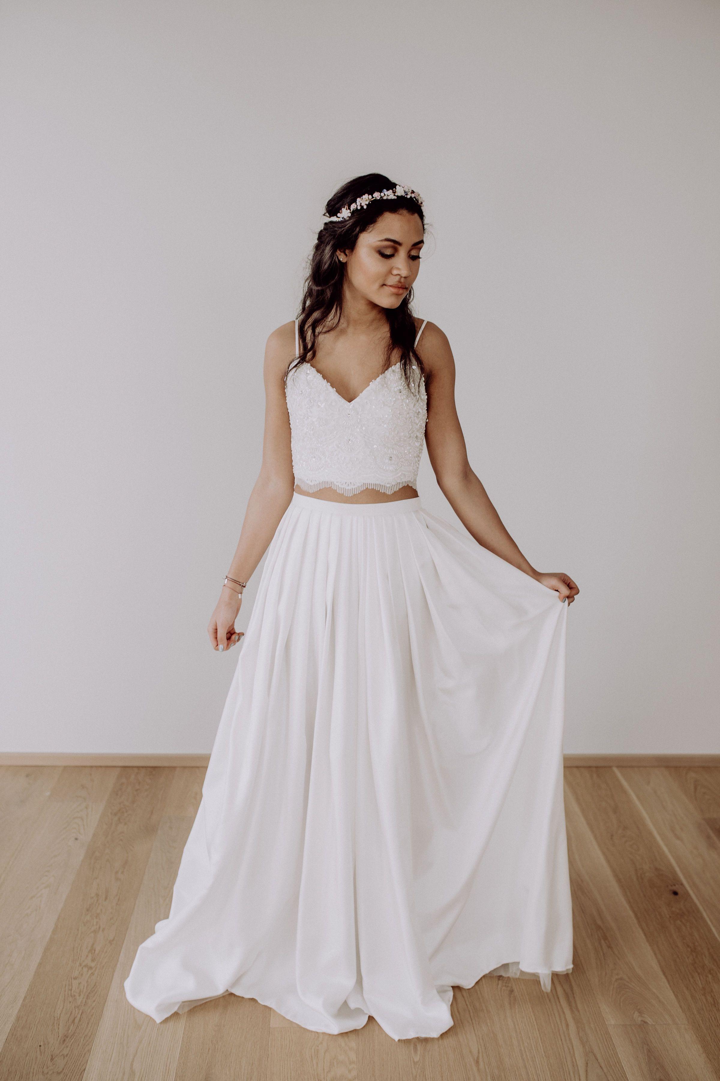 10-teiliges Brautkleid mit perlenbestickter Spitze, Rock aus Seide
