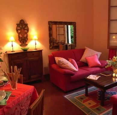 What Color Green Walls Go With A Burgundy Couch Design Interior Living Room Paint Colors