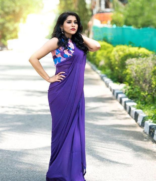 Rashmi Gautam Profile Wiki Age Family Movies Photos Images In 2020 Saree Look Saree Styles Fashion