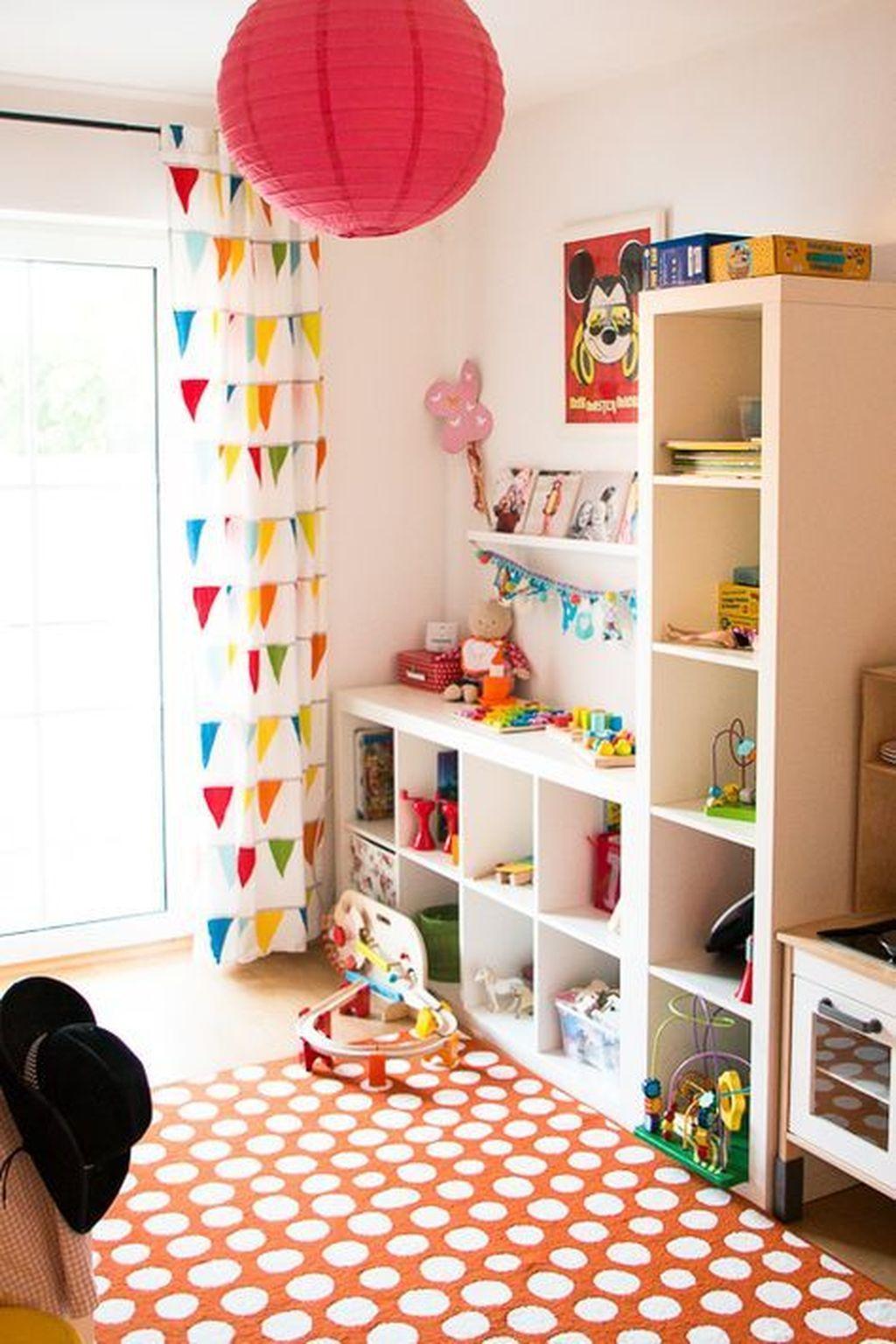 40 montessori bedroom decor inspiration for toddlers for Decoracion habitacion infantil montessori