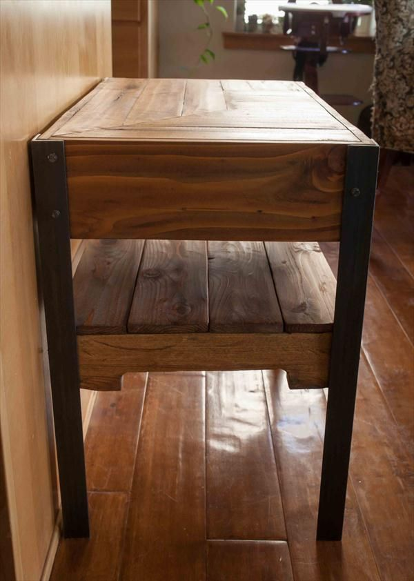 Merveilleux Upcycled Pallet Side Table With Metal Legs And Shelf Underneathu2026 | Wood  Shop/ Woodwork | Pinterest | Pallet Side Table, Pallets And Shelves