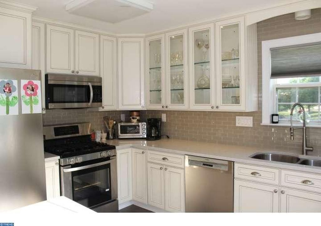 401 Country Club Dr Lansdale Pa 19446 Mls 6851201 Zillow Home Zillow Kitchen Cabinets