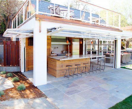 Cocinas abiertas al exterior con ventanales verticales for Cocinas de exterior