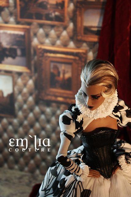 The Virgin Queen by em`lia, via Flickr  Inque