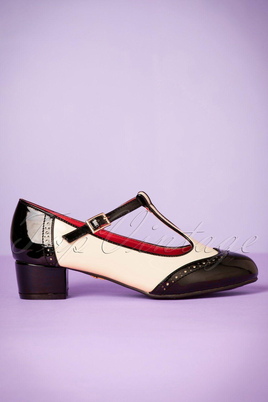 007e0d04de1 1960s Shoes: 8 Popular Shoe Styles   shoes boots ect..   Vintage ...
