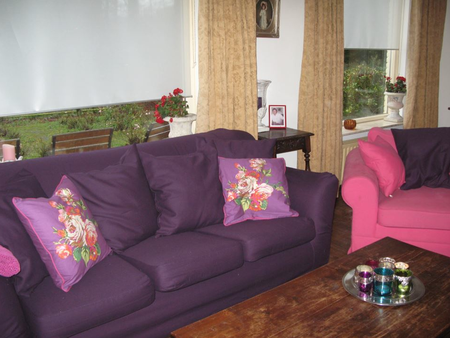 Geralda of the Netherlands Tomelilla sofa with its new Plum slipcover from Bemz. www.bemz.com